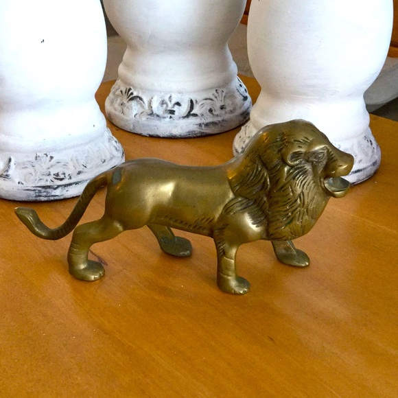 "Vintage stunning brass lion statue approx 8"" long"